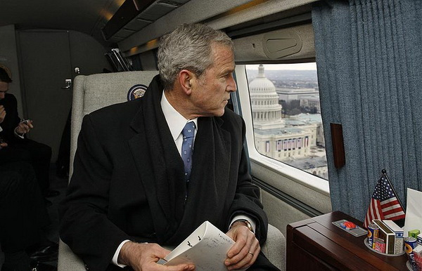 800px-George_W._Bush_in_Marine_One.jpg