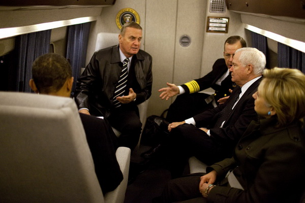 Marine-One-interior-President-Obama-Clinton-Gates-Jones-Mullen.jpg
