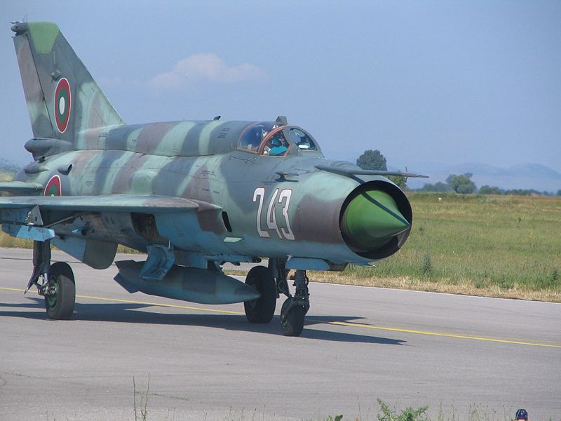 800px-MiG-21_Bulgarian_Air_Force.jpg